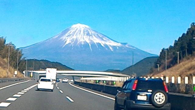 フロントガラス一杯の富士山
