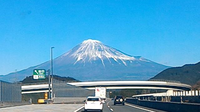 新東名からの絶景の富士山は新清水IC付近で見られます