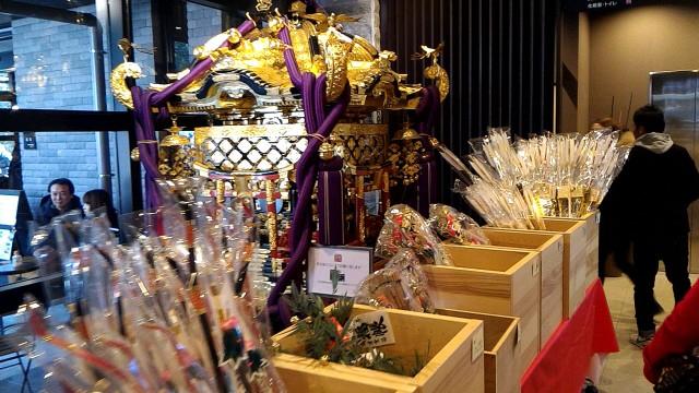 静岡県熱海市来宮神社のみこしと破魔矢など