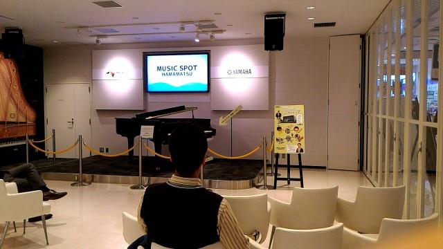 新東名浜松SA内のヤマハのコーナーでビデオ鑑賞