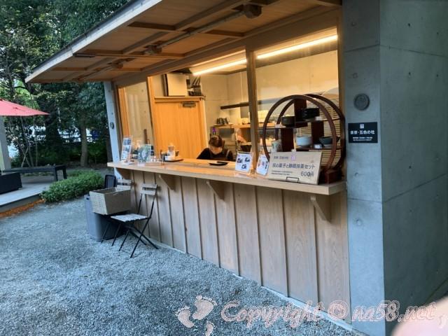 来宮神社(静岡県熱海市)の大楠、撮影スポット、大楠五色の社の茶寮