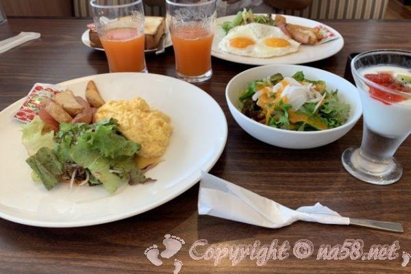熱海海岸沿いのレストラン「ジョナサン」のモーニング