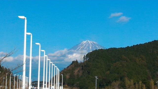新東名清水PAから望む雪化粧の富士山