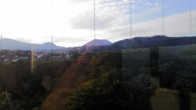 伊東市城ヶ崎海岸の展望台からのプリン状の大室山