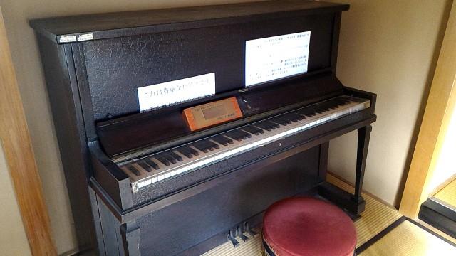 熱海梅園にある中山晋平記念館愛用のピアノ