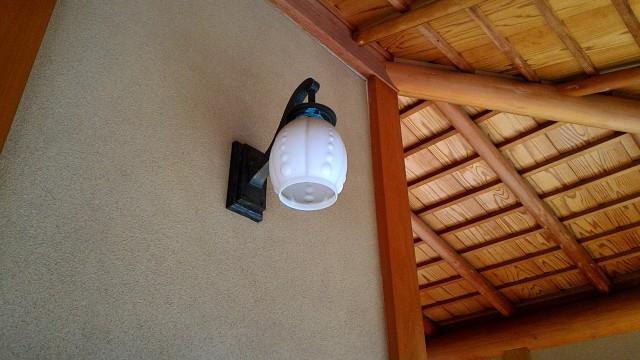 熱海梅園にある中山晋平記念館二階廊下のライト