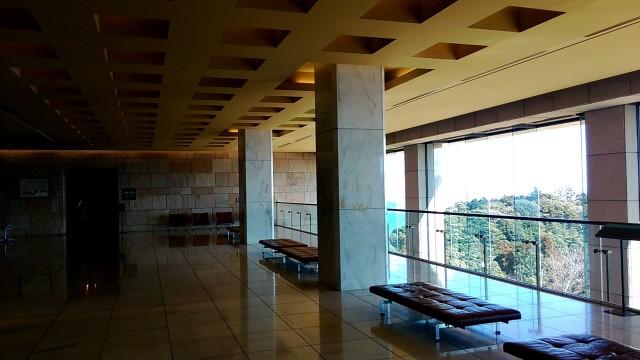 MOA美術館展示室入り口手前の大窓から臨む景色