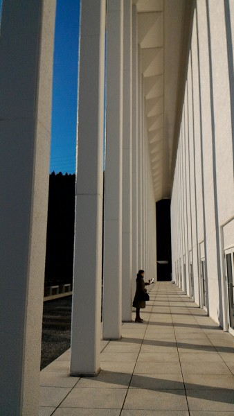 MOA美術館からつながる水晶殿の外観と外の通路