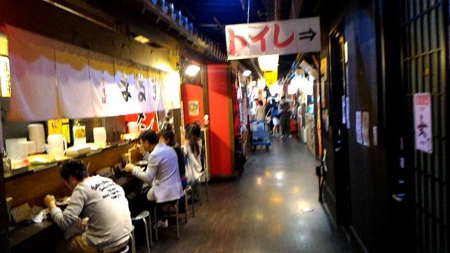 犬山城下町の本町通の奥深い飲食店街