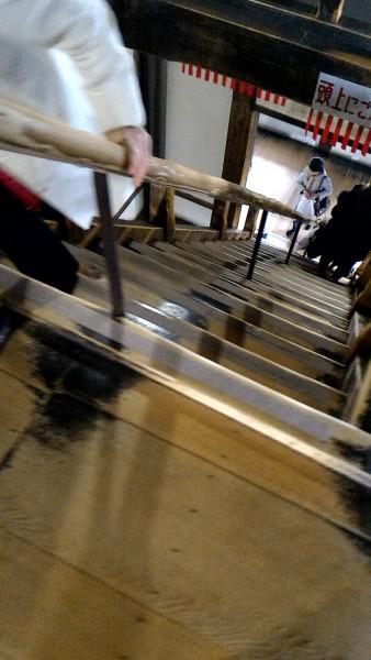 国宝犬山城の天守閣内の急階段