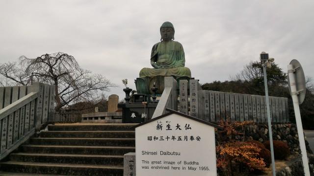 犬山成田山(愛知県犬山市)敷地内にある新生大仏
