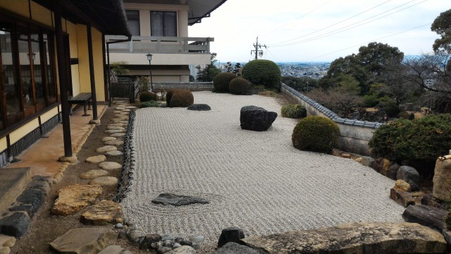 犬山成田山(愛知県犬山市)にある茶室と庭枯山水
