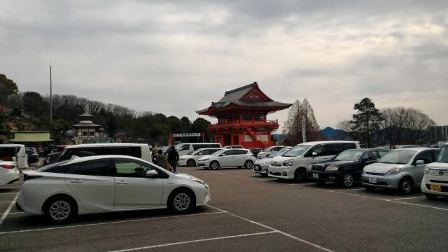 犬山成田山(愛知県犬山市)の上の大きな無料駐車場