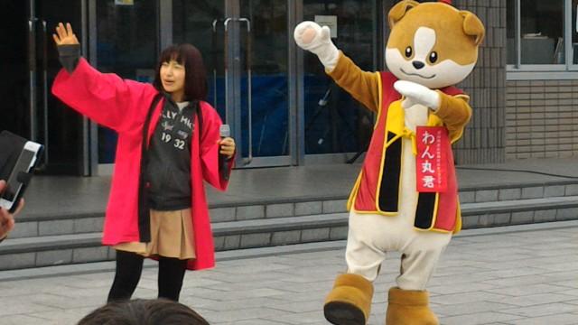 愛知県犬山市ワン丸君と法被のお姉さん