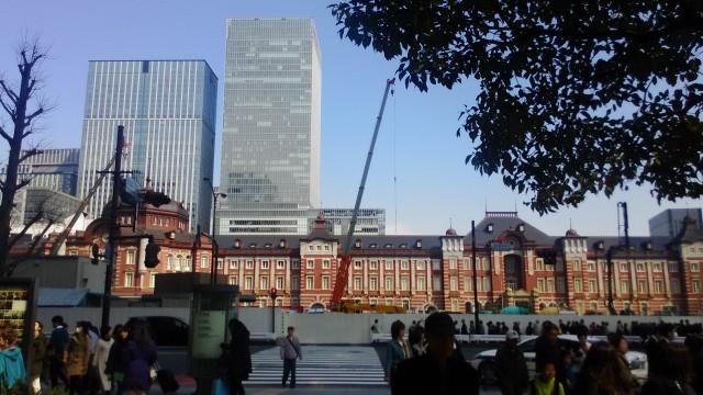東京駅の全景・駅前広場整備中
