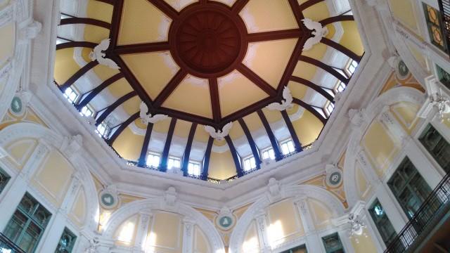 東京駅駅舎の中の天井