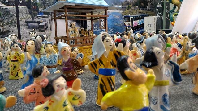 岐阜県郡上市郡上八幡博覧館内、笑顔がかわいい人形たち郡上おどりおどる
