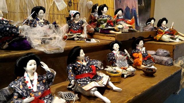 岐阜県郡上市郡上八幡博覧館内、ひな人形たちが郡上おどり