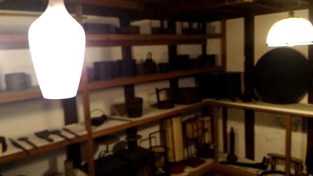 岐阜県郡上市郡上八幡のおもだか家民芸館のお蔵の中の展示品