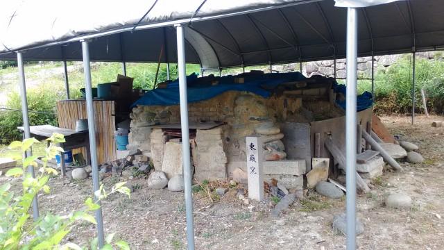 名古屋市千種区平和公園「里山の家」からのくらしの森散策蕗炭焼き小屋