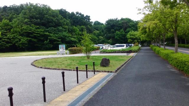 名古屋市千種区平和公園「里山の家」の駐車場