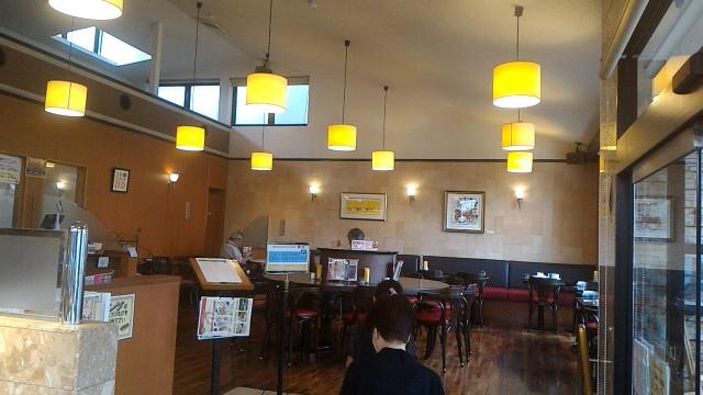 JR勝川駅パン屋モンシェルのカフェ店内
