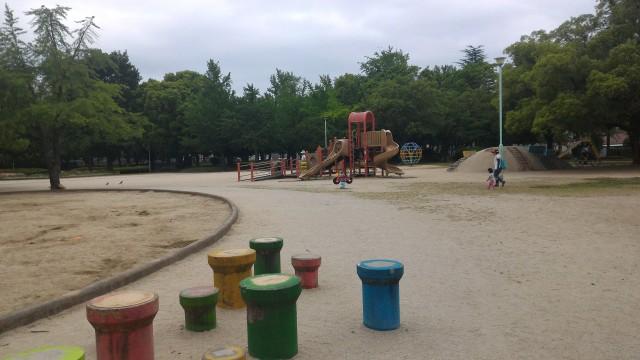 千種公園(名古屋市千種区)遊具のある広々とした遊び場