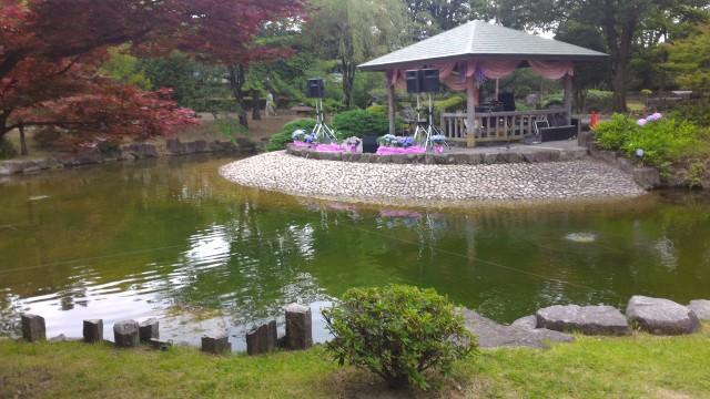 荒子川公園(名古屋市港区)ガーデンプラザ奥の池とコンサート会場