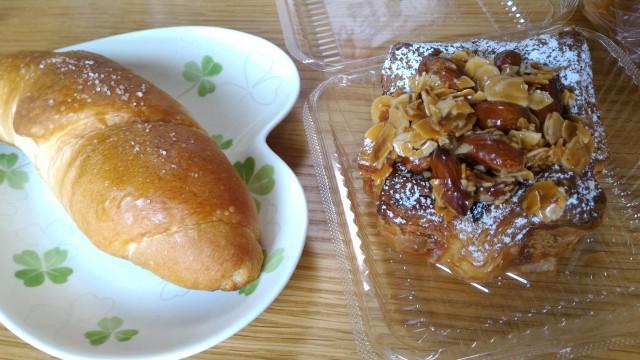 JR勝川駅パン屋モンシェルさんで購入した塩パンなど