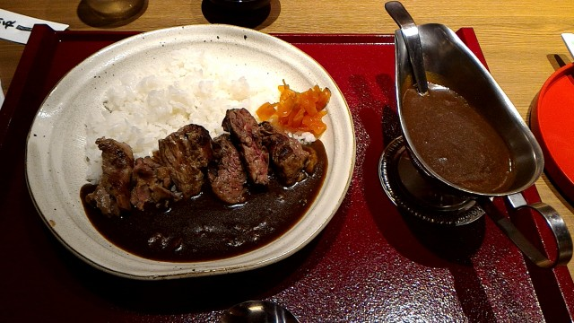 新東名岡崎SAの和食お肉処「かごの屋」ステーキカレー
