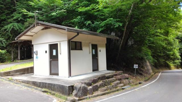 岐阜県恵那市「寿老の滝」の駐車場にあるお手洗い