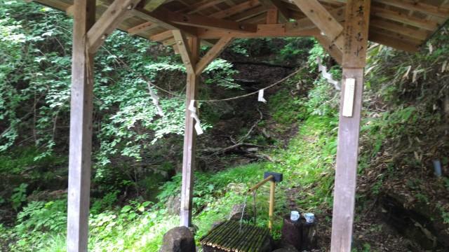 岐阜県恵那市「寿老の滝」そばの天然水飲み場