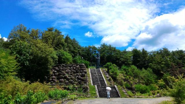 集仙院(大滝観音)岐阜県恵那市の12メートルの観音像に続く急階段
