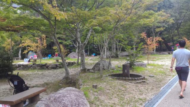 岩屋堂公園(愛知瀬戸市)水(川)遊び天然プールのテントはれるところ