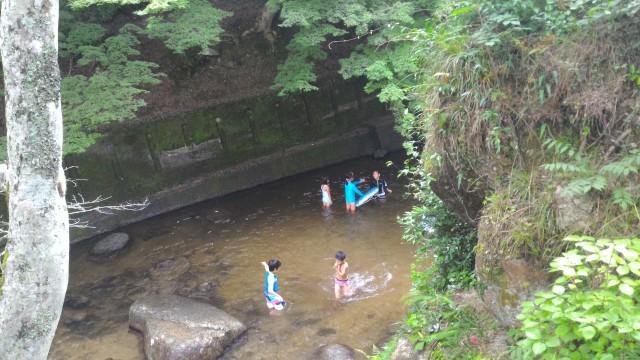 岩屋堂公園(愛知瀬戸市)水(川)遊び天然プール岩場のある小学生向き