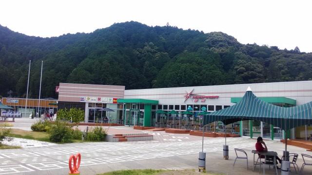 静岡SAの外観と休憩所(新東名上り)