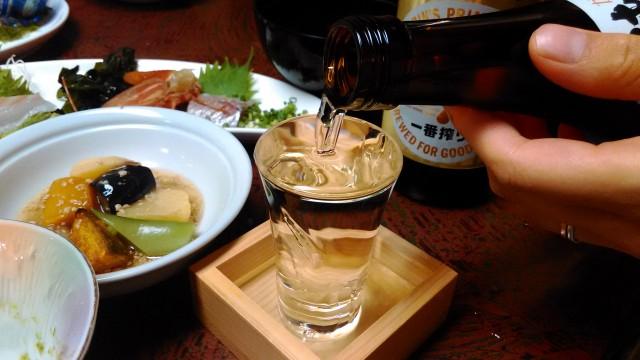 熱海温泉旅館立花の鯛めしプランの料理純米酒を升のコップにそそいで