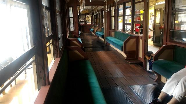 レトロ電車館(名古屋市市電地下鉄保存館)の路面電車車内