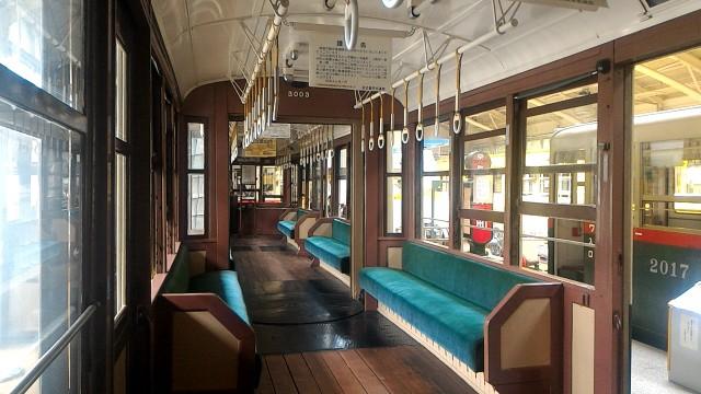 レトロ電車館(名古屋市市電地下鉄保存館)市電の車両内座席