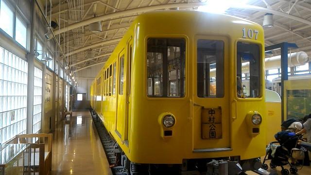 レトロ電車館(名古屋市市電地下鉄保存館)の展示の地下鉄100型(107号車)