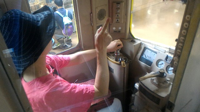 レトロ電車館(名古屋市市電地下鉄保存館)の展示の地下鉄100型(107号車)の乗務員席に座ってみた