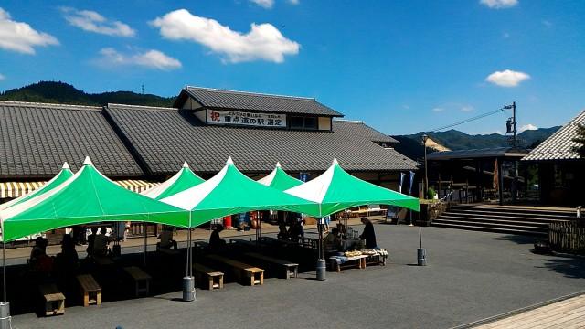 道の駅どんぐりの里いなぶの施設前休憩用テント