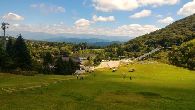 茶臼山高原のレストハウス「やはず」から矢筈池j方面の景観