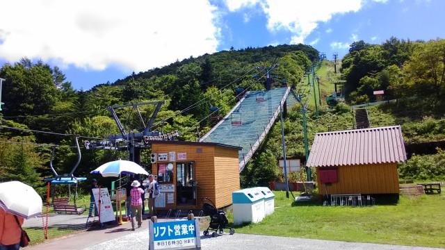 茶臼山高原萩太郎山へ上るスキーリフト