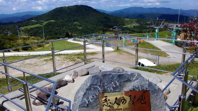茶臼山高原萩太郎山にある恋人の聖地からみる景観