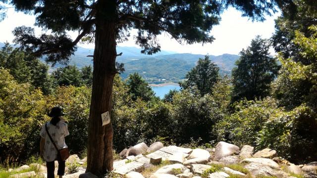 「尾張富士大宮浅間神社」奥宮(尾張富士)からみた入鹿池