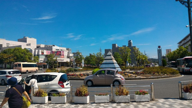 名鉄犬山駅の東口のロータリーとモニュメント