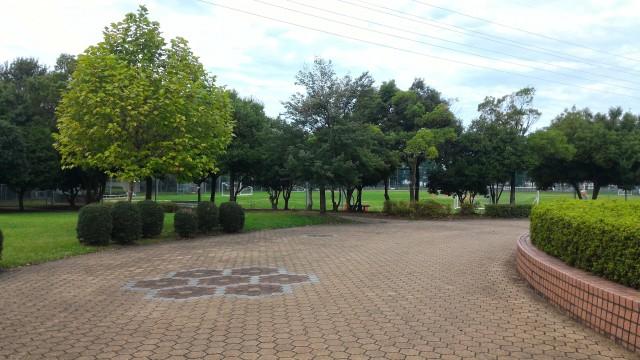朝宮公園(愛知県春日井市)で野球場方向を見て