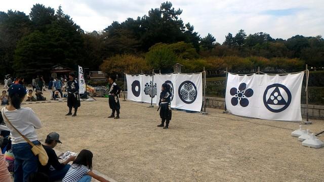 名古屋市中区の名古屋城内で披露する忍者隊