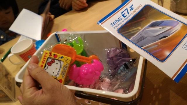 エアポートウォーク名古屋の「四六時中」のおこさまおひつについてくるおもちゃ